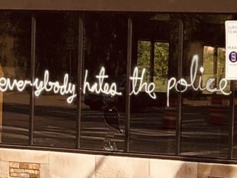 everybody hates the police graffiti